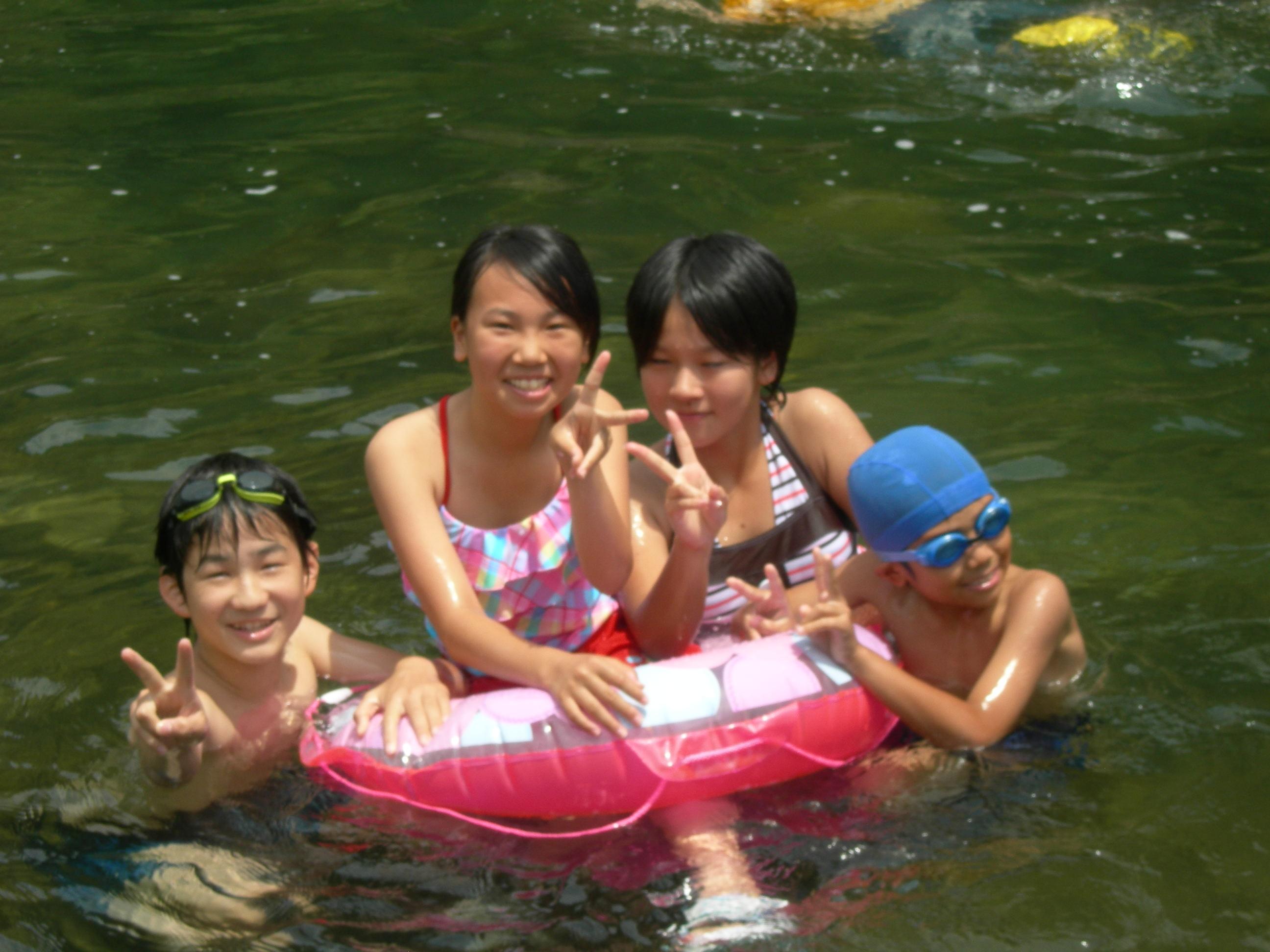 小学生 胸ポチ 川遊びに、みんな夢中 note Dscn8082_2