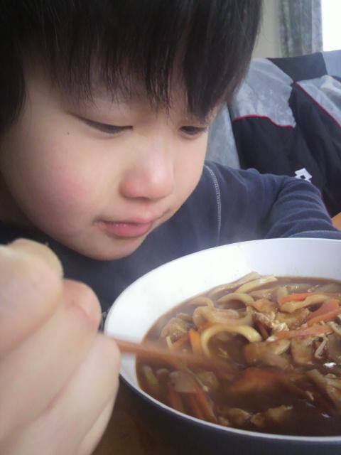 寒い日、味噌煮込みうどんの昼食